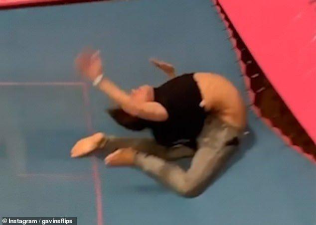 男子蹦床上空翻,落地背部几折断