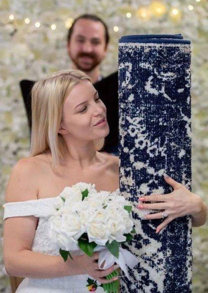 正妹穿婚纱,下嫁蓝地毯