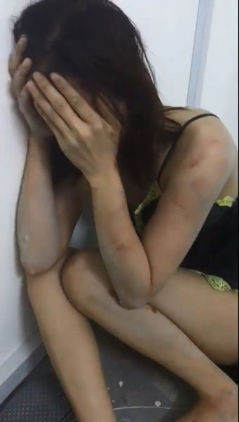 性感睡衣越南妹逃跑,遭西装男打到像狗叫