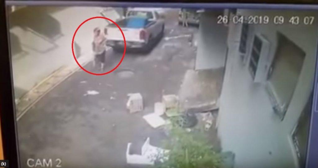 阿嫲被撞入車底還被拖了幾公尺,影片超恐怖!