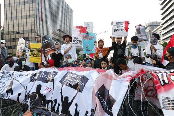 印尼反对派大暴动,示威者高喊反华口号