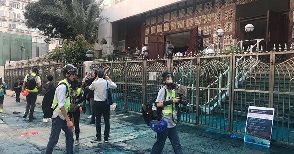 ◤反送中◢ 游行变冲突,港警水炮射清真寺